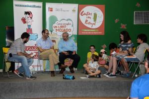 Manuel Gil, director de la Feria del Libro de Madrid en una actividad del Pabellón Infantil