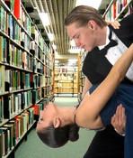 Bailando en la biblioteca