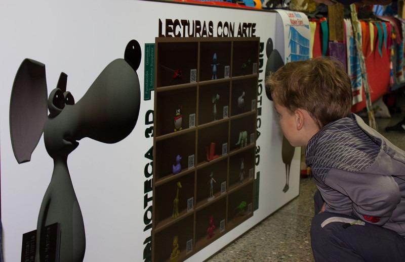 Niño disfrutando en el Mini Maker Faire de León