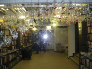 Decoración librería alumnos de arquitectura de la UA