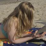 Lectora en la playa