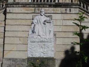 Estatua Menéndez Pelayo