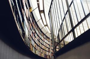 Estaterías de una biblioteca