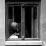 Old_man_reading_at_a_window_-_Hodmezovasarhely,_Hungary_1977