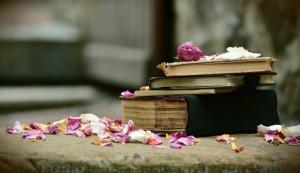 books-2447391_1280