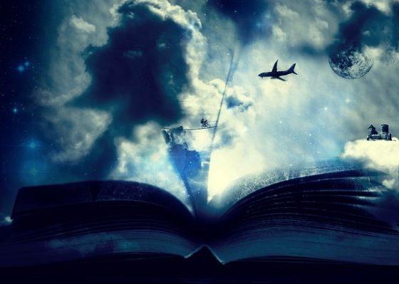 Libro abierto con fondo cielo y un avión volando