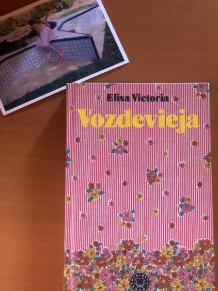 """""""Vozdevieja"""" de Elisa Victoria"""